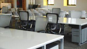 オフィス家具の廃棄、どうしたらいい?移転や解約にともなう不用品の処理方法を解説します